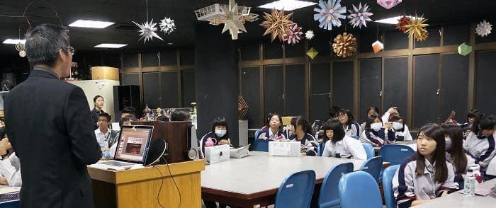 04.視傳系鄭中義主任講演設計產業發展與願景
