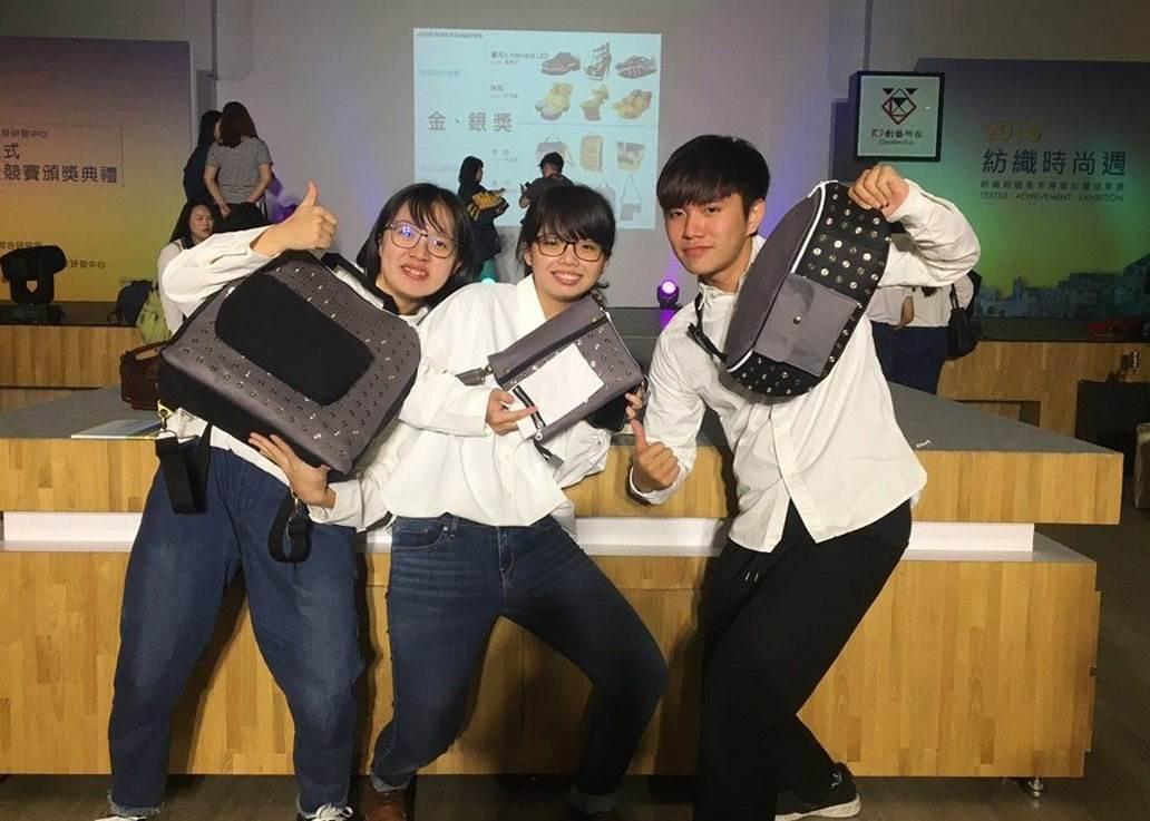 01.獲獎同學設計三種不同的包款